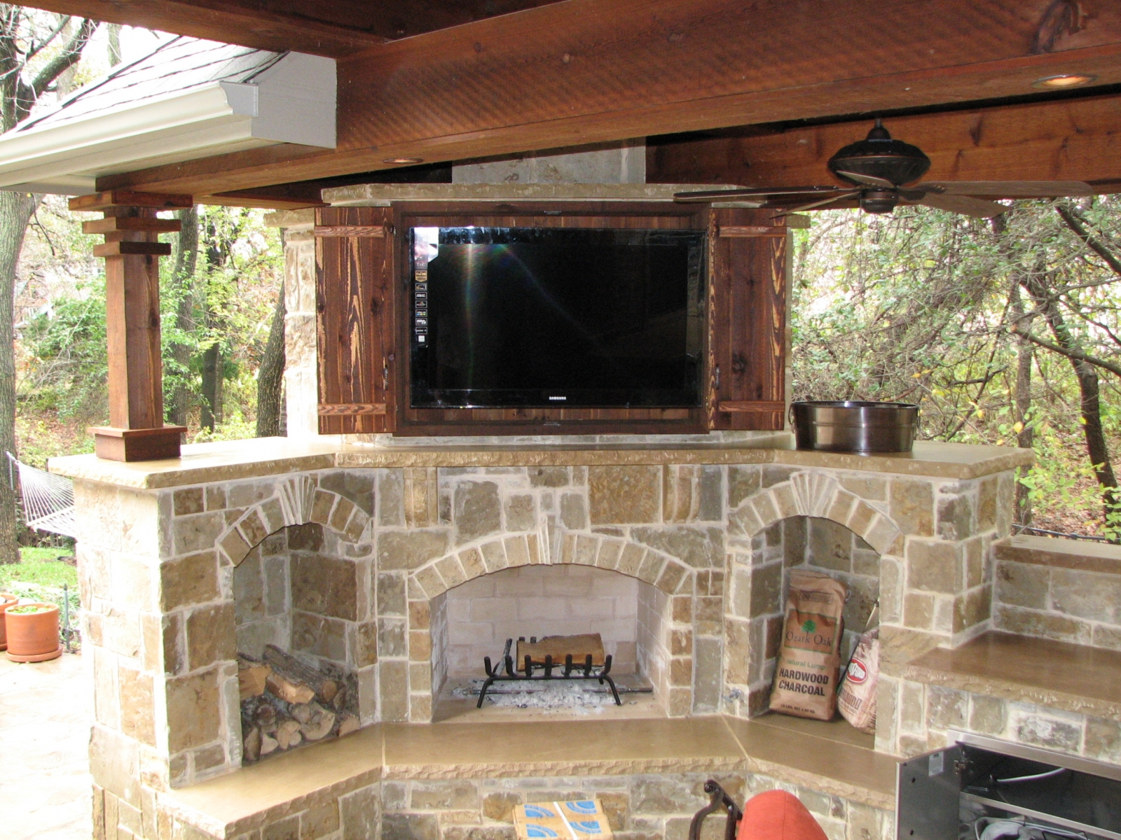 Outdoor tv backyard tv tv custom tv tv lift tv enclosure - Tv Installer Installed Tv With Full Motion Mount In Cedar Cabinet Diy Outdoor
